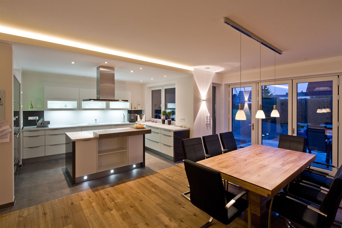 Beleuchtungsprojek-Stadthaus_Wohnraum_weiss